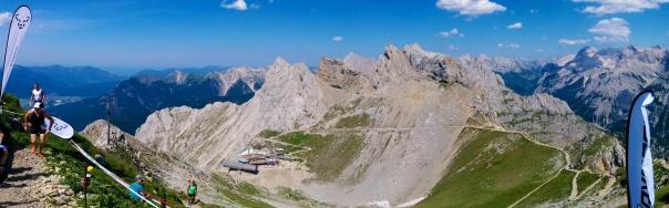 Blick von der Linderspitze auf die Bergstation der Karwendelbahn